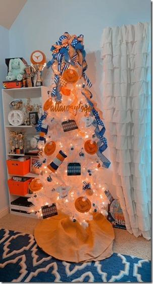 12_01_2020_MakenzieLira_ChristmasTree_01